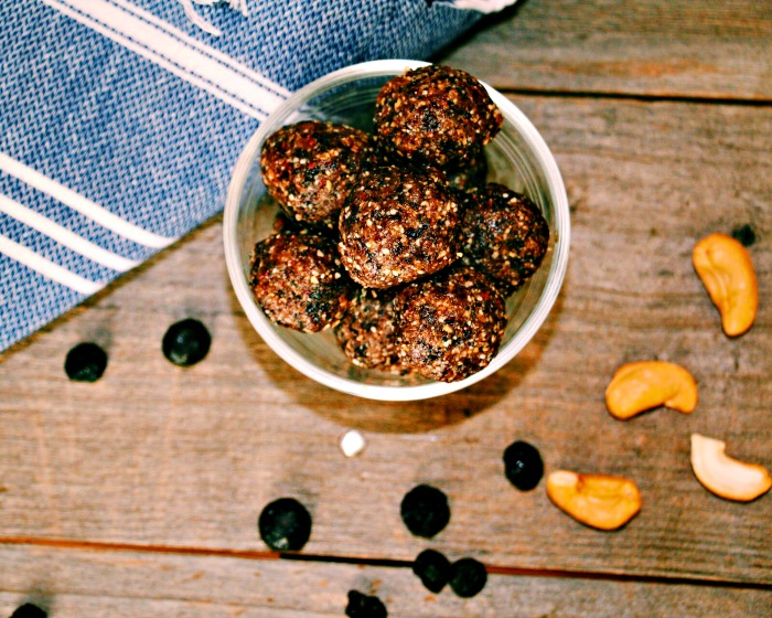 Blueberry Crumble Bites @wholefoodbellies.com