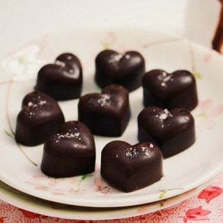 Homemade chocolate. Refined sugar free, and loaded with superfoods, this chocolate is the perfect 5 ingredient treat.