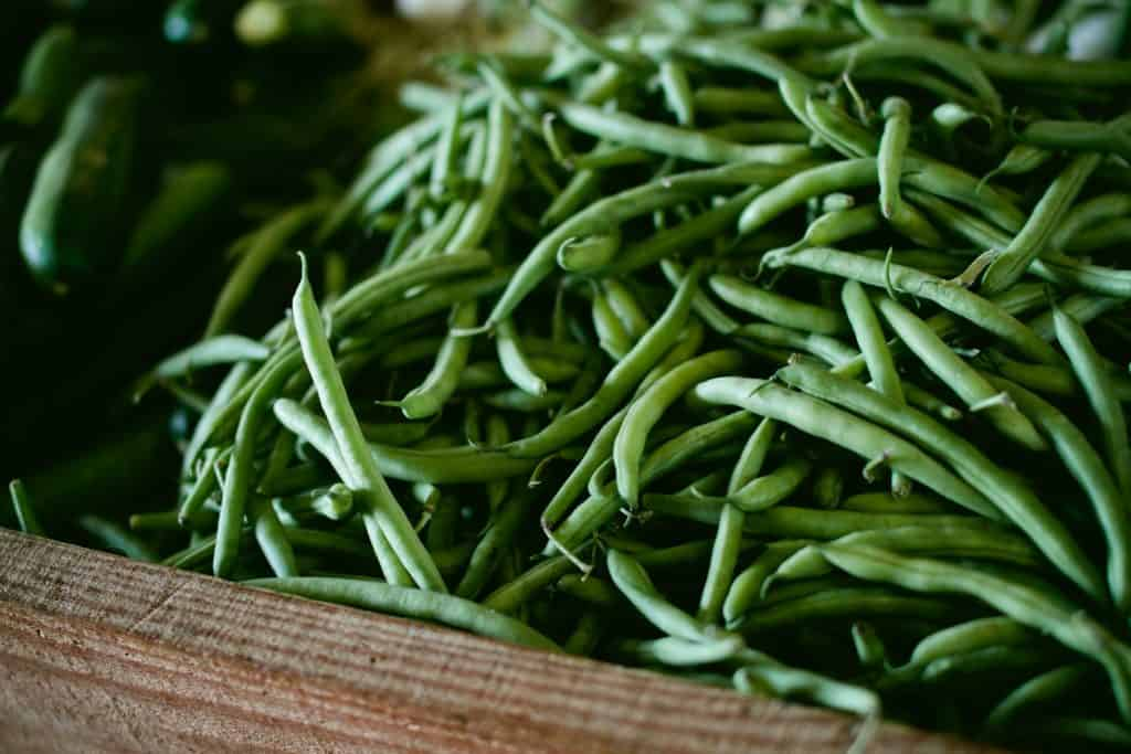 fresh beans for Garlic pepper skillet green beans